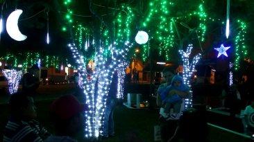 Penampilan kota dipercantik dengan lampu warna-warni dan dimulai sejak 7 Desember.